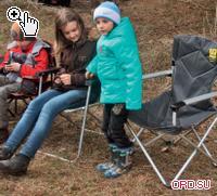 Лучший выбор — складывающийся по двум плоскостям стул, рассчитанный на большой вес